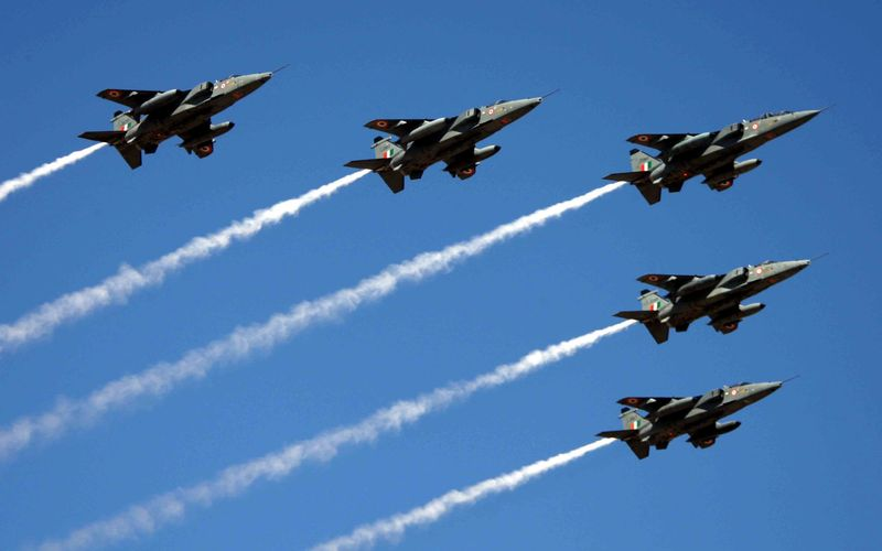 اجرای نمایش هوایی توسط هواپیماها و پرندههای ۶ کشور در آسمان کیش
